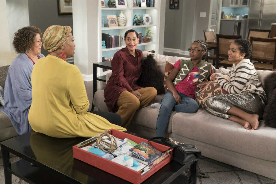 Anna Deavere Smith, Jenifer Lewis, Tracee Ellis Ross, Marsai Martin, and Yara Shahidi in black-ish