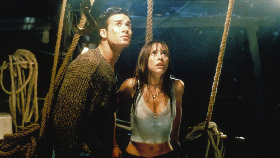 Freddie Prinze Jr. and Jennifer Love Hewitt in I Know What You Did Last Summer
