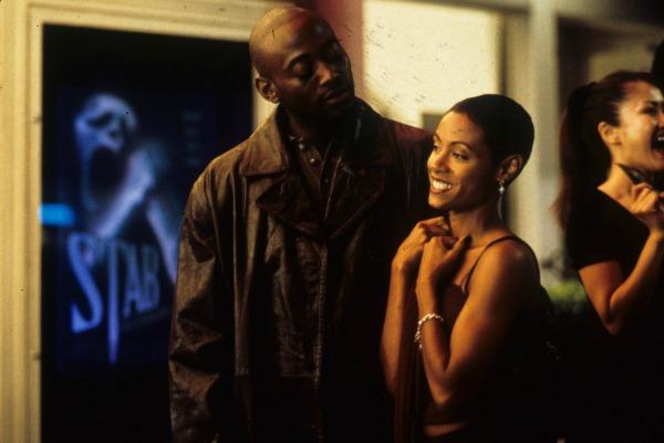 Jada Pinkett Smith and Omar Epps in Scream 2