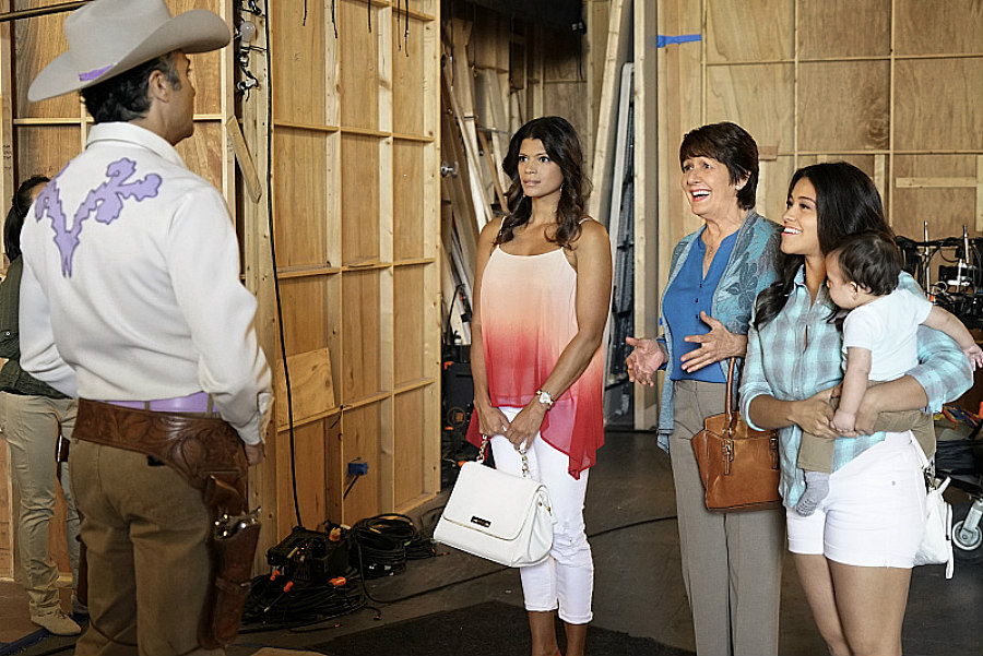 Jaime Camil as Rogelio, Ivonne Coll as Alba, Andrea Navedo as Xiomara, and Gina Rodriguez as Jane in Jane the Virgin