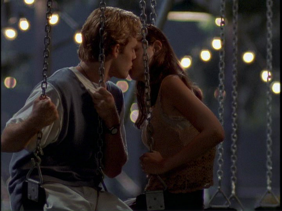 James Van Der Beek as Dawson and Katie Holmes as Joey in Dawson's Creek