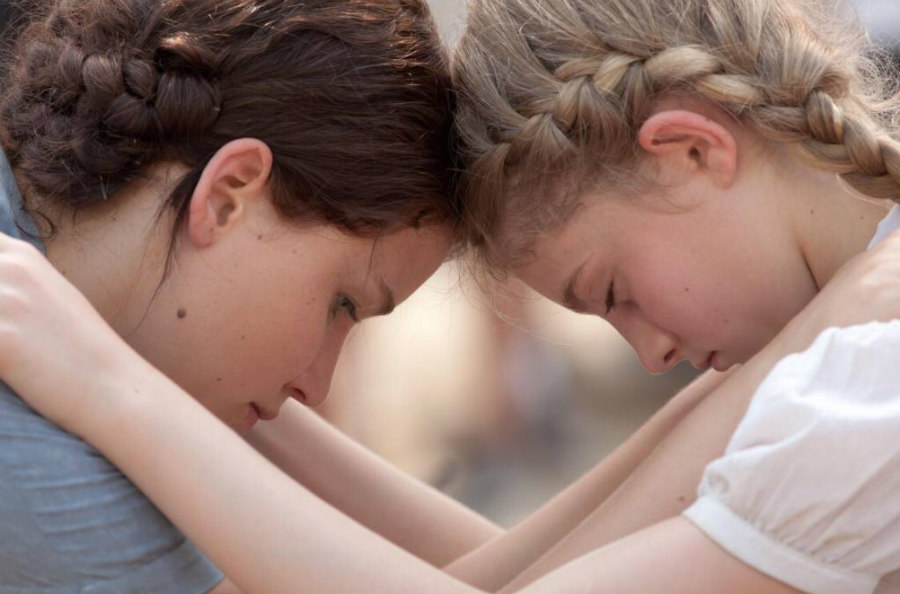 Jennifer Lawrence and Willow Shields in The Hunger Games