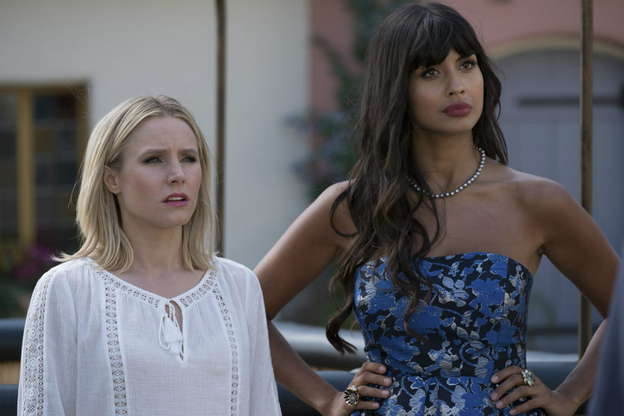 Kristen Bell as Eleanor Shellstrop and Jameela Jamil as Tahani Al-Jamil on The Good Place