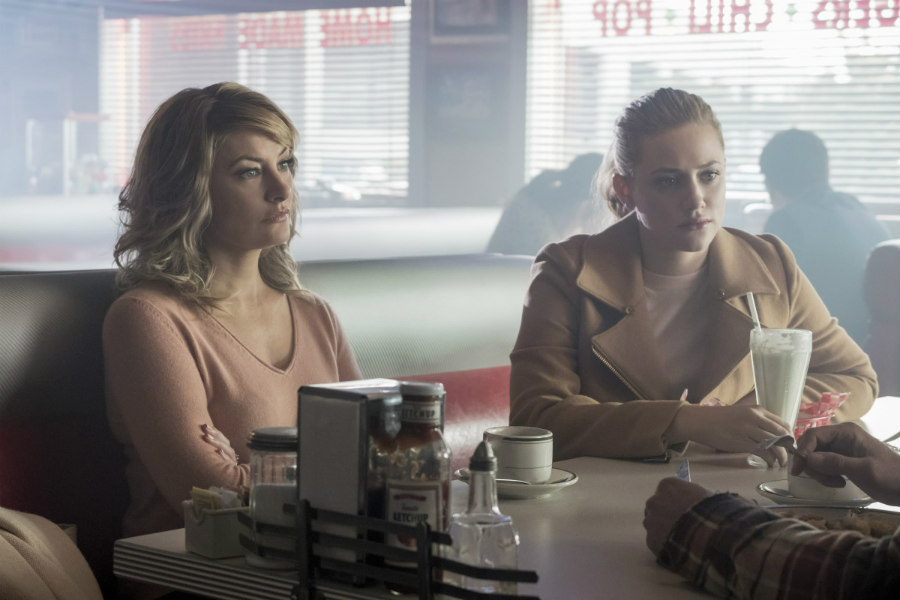 Mädchen Amick as Alice Cooper and Lili Reinhart as Betty Cooper in Riverdale