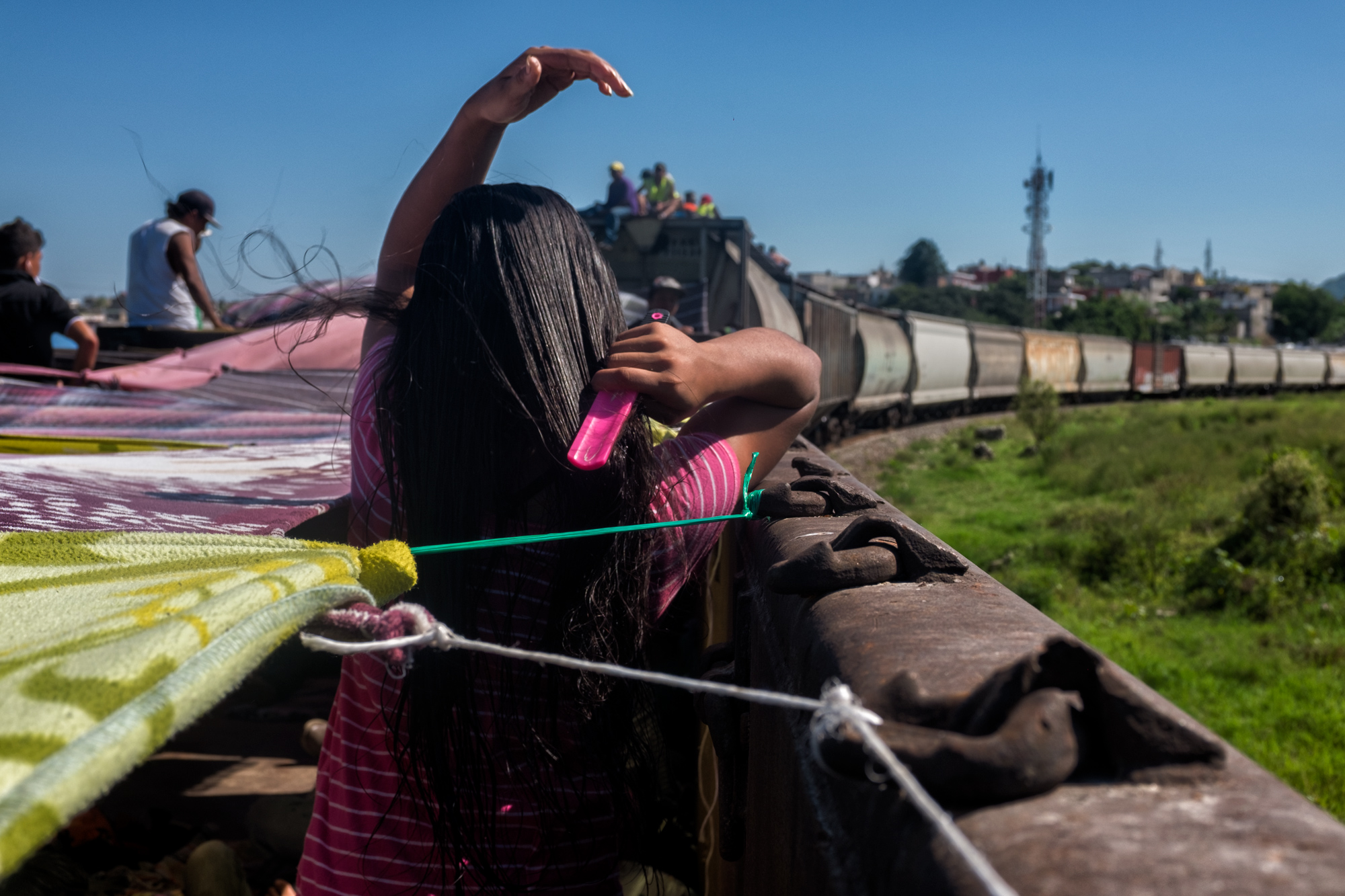 photo of a girl brushing her hair on a Mexican migrant caravan train