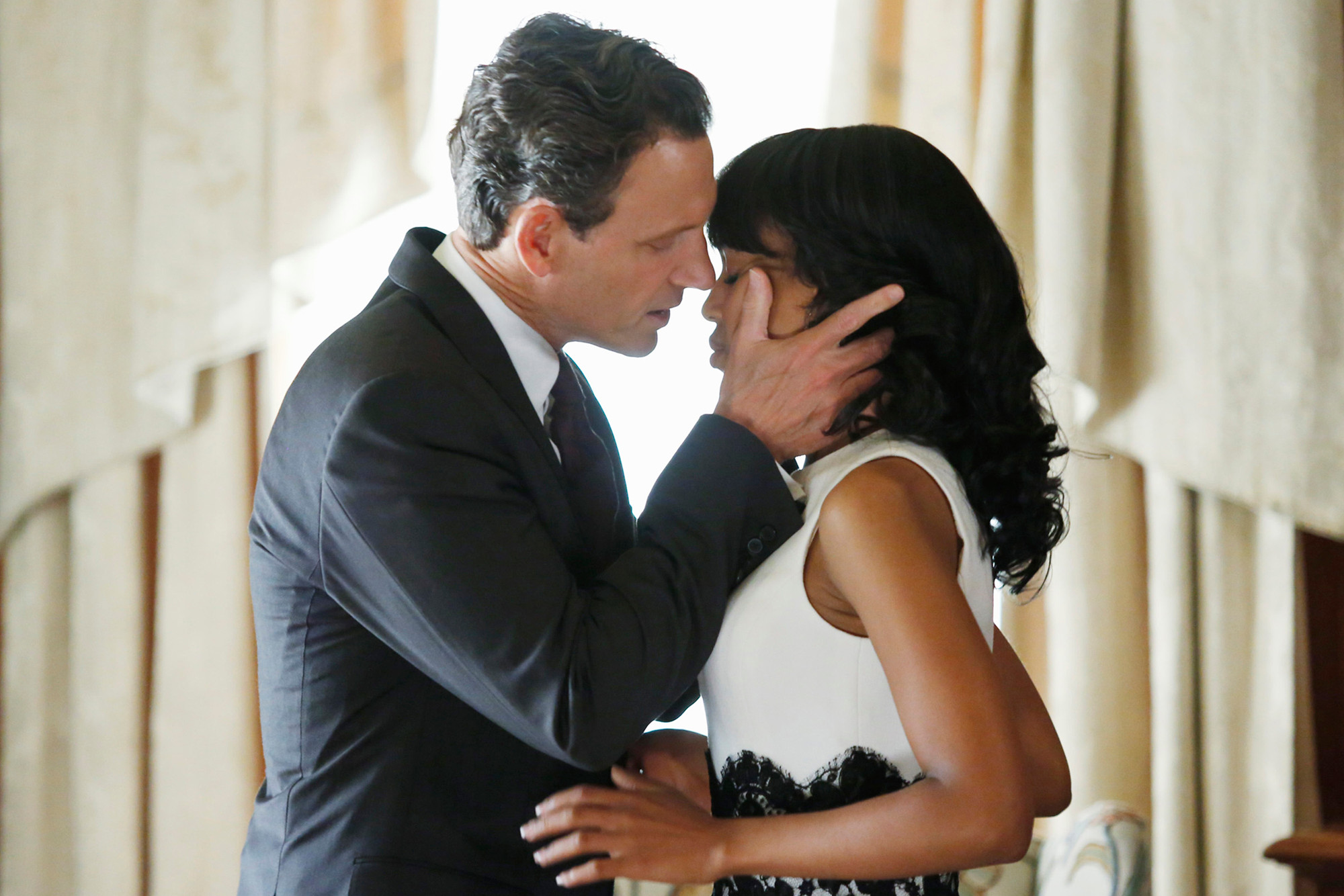 Tony Goldwyn, a white man, kisses Kerry Washington, a Black woman, kiss in the Oval Office on Scandal