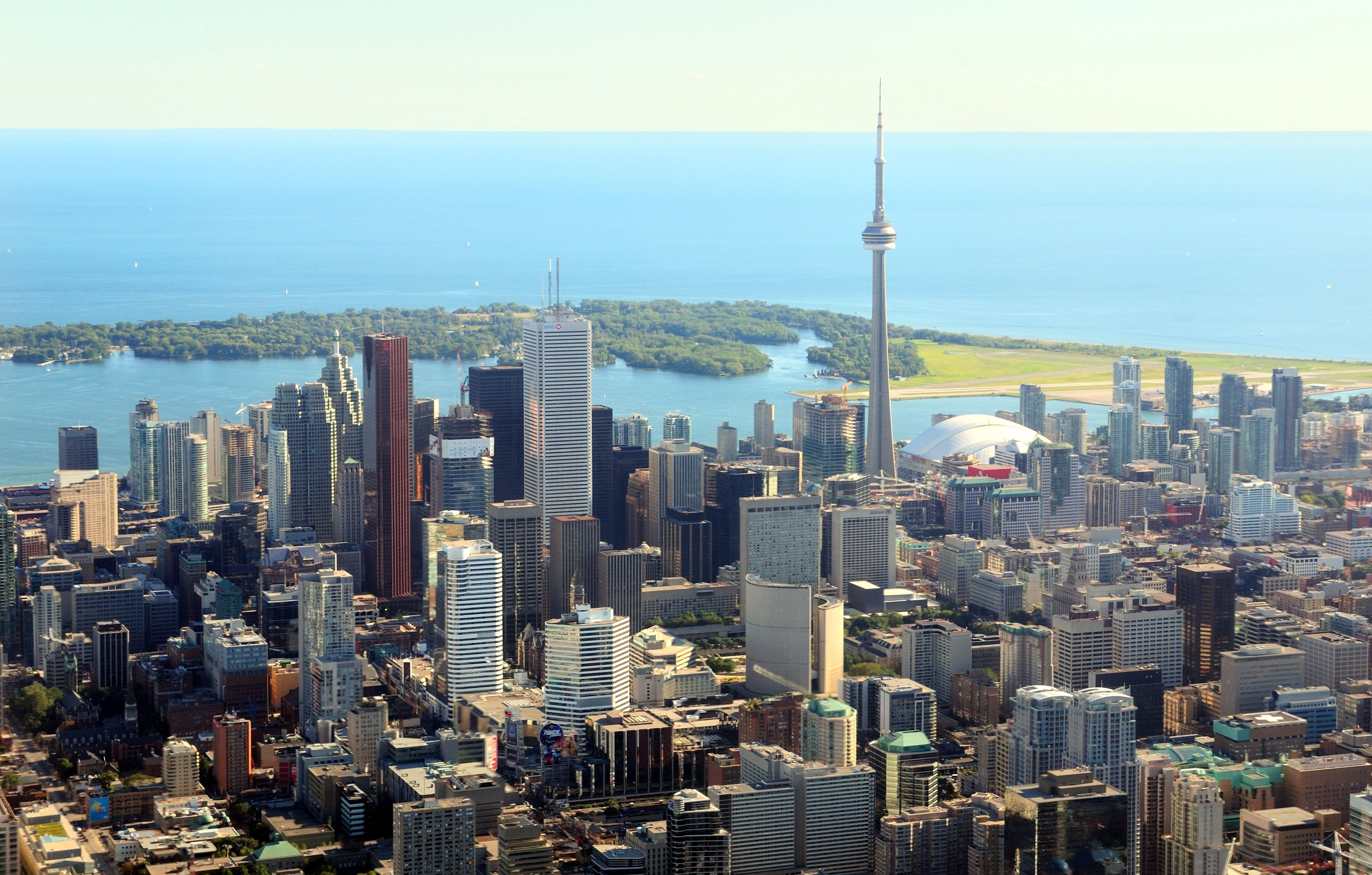 a photo of Toronto's skyline