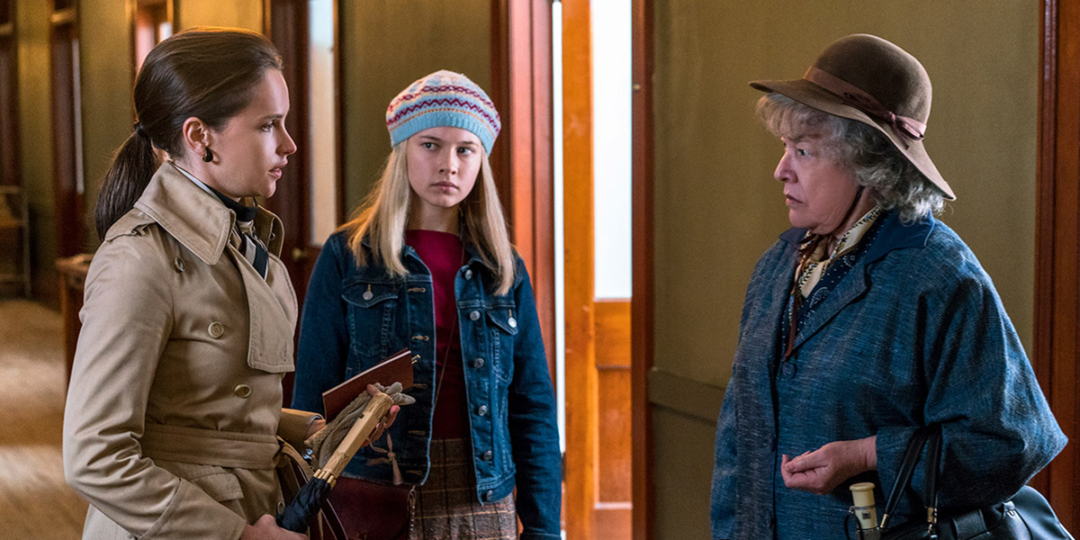 Felicity Jones, Kathy Bates, and Cailee Spaeny confront each other in a tense hallway scene