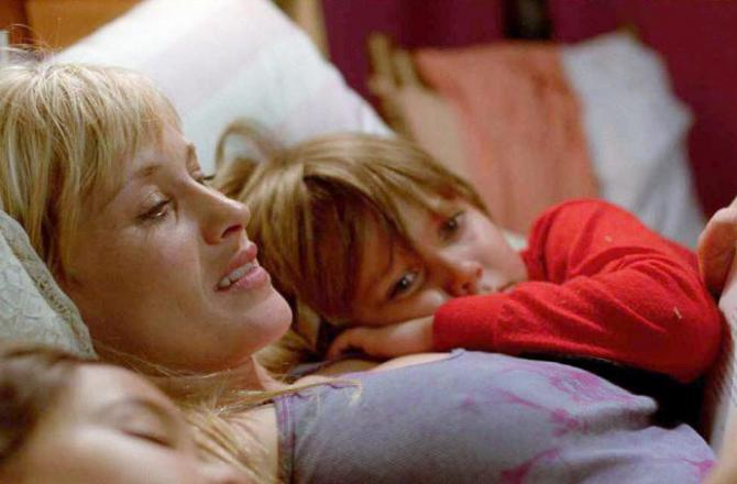 "the mom in ""Boyhood"" reads her kids a bedtime story"