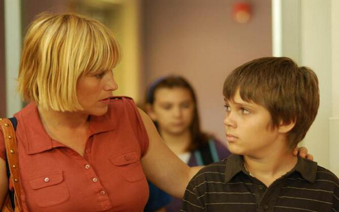 patricia arquette walks her son to school in the film Boyhood