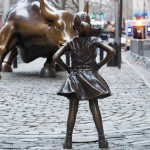 Photo of Kristen Visbal's Fearless Girl statue (Wall Street, New York) by Anthony Quintano / Creative Commons