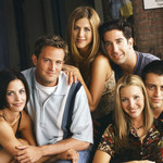 From left to right: Courteney Cox, Matthew Perry, Jennifer Aniston, David Schwimmer, Lisa Kudrow, and Matt LeBlanc smiling