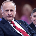 Steve King looking evil next to Dennis Kucinich at the 2015 Conservative Political Action Conference