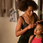 Kerry Washington as Mia Warren doing the hair of Lexi Underwood as Pearl Warren in Little Fires Everywhere