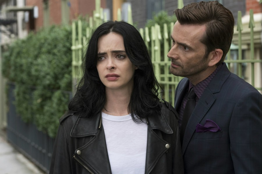Krysten Ritter as Jessica Jones and David Tennant as Kilgrave in Marvel's Jessica Jones