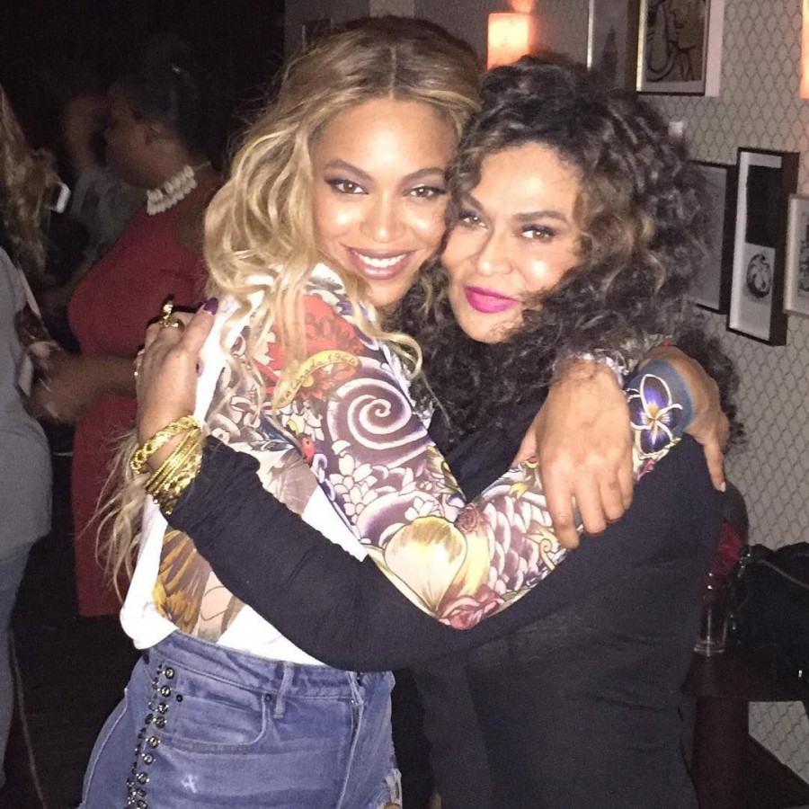 Beyoncé and Tina Lawson hugging