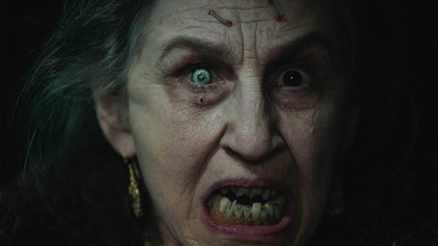 Lorna Raver, an elderly white woman, plays a witch whose face is decaying in Drag Me to Hell