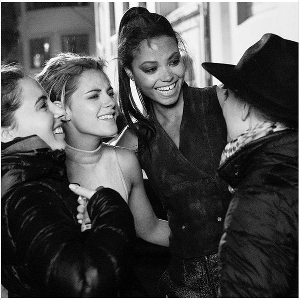 A black and white photo of Naomi Scott, Kristen Stewart, and Ella Balinska with Elizabeth Banks