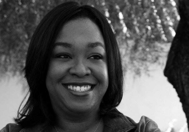 a black and white photo of shonda rhimes