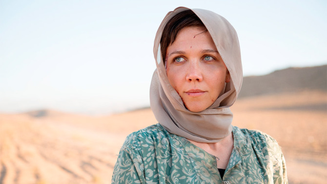 maggie gyllenhall, in the desert, wearing a headscarf, in The Honorable Woman