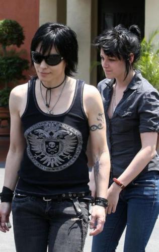 kristen-stewart-and-joan-jett-01.jpg