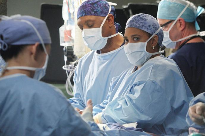 A very full operating room with the focus on Miranda Bailey