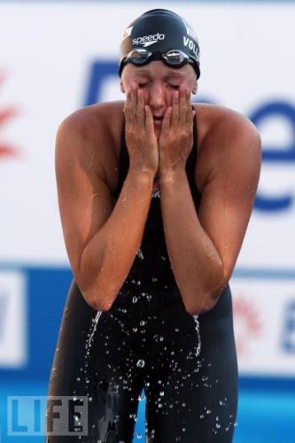 Vollmer, splashing water on her face